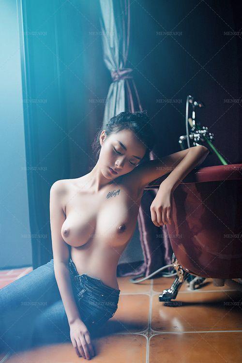 中国の美巨乳美女モデルのヌード画像 2