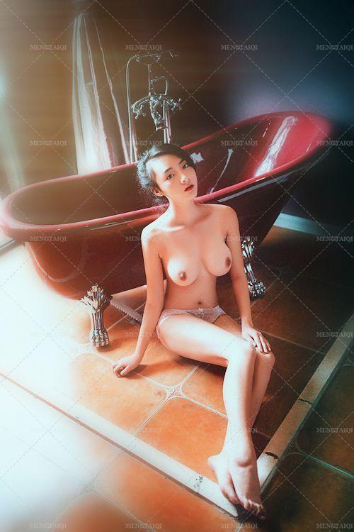 中国の美巨乳美女モデルのヌード画像 9