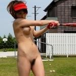 全裸でスポーツしてる女性のヌード画像特集