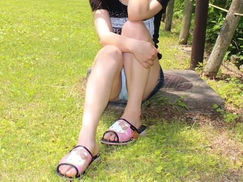 美乳な素人女性の野外露出ヌード画像 10