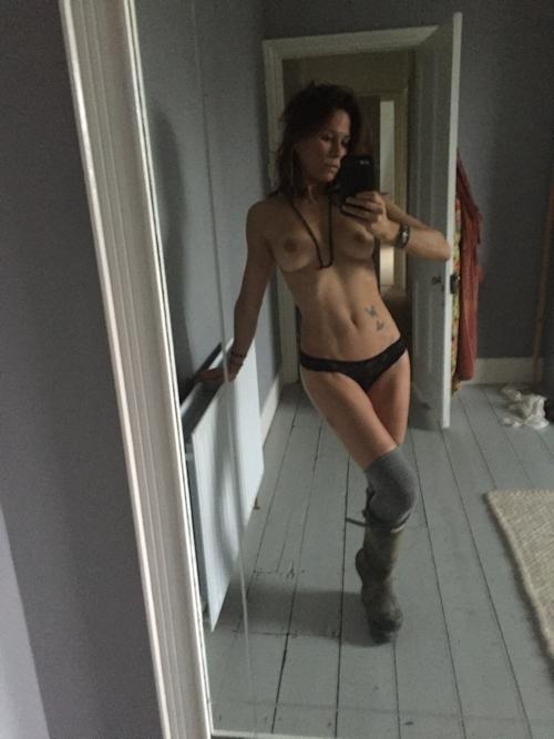 イギリス女優 Rhona Mitra(ローナ・ミトラ) 流出ヌード画像 7
