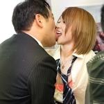 「かわいいな。俺、警察官やねん」 電車内で女子高生にキスした兵庫県警巡査部長を逮捕