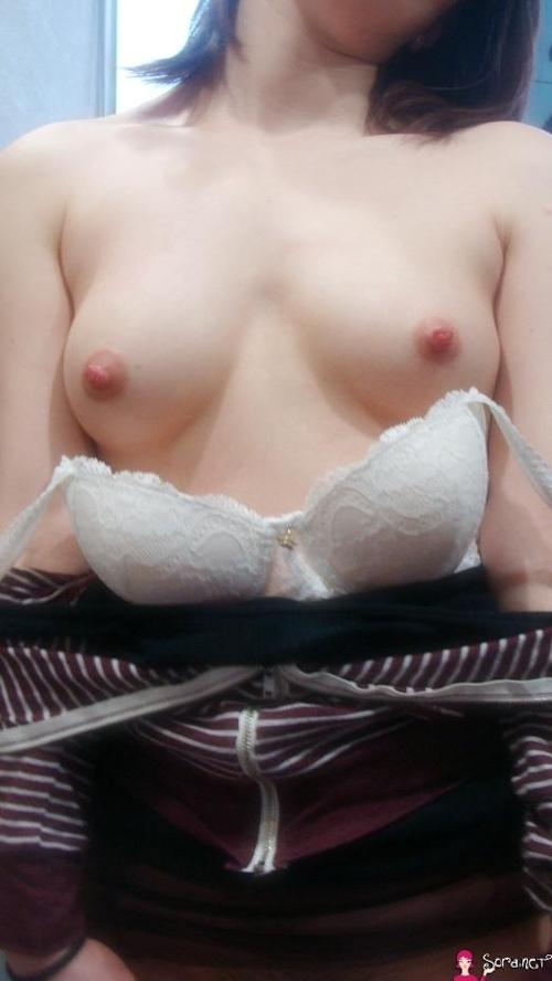 美乳なアジア系女性をホテルで撮影したヌード画像 6