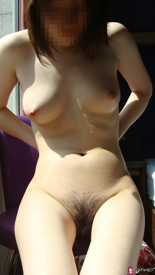 美乳なアジア系女性をホテルで撮影したヌード画像 11