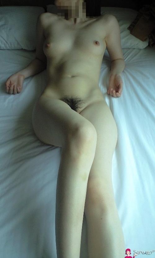 美乳なアジア系女性をホテルで撮影したヌード画像 17