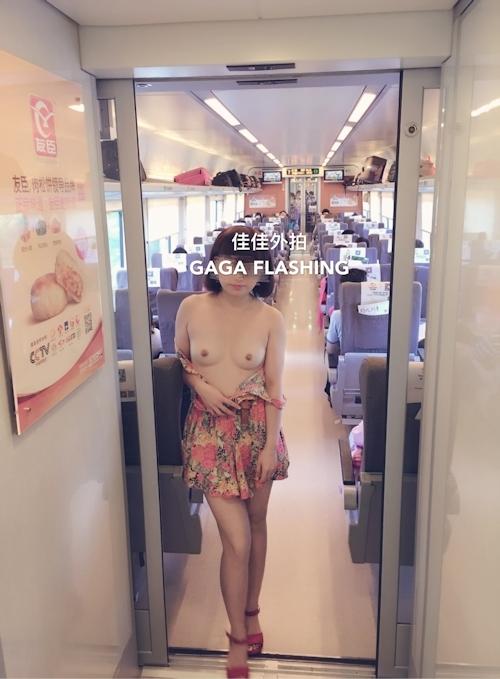 列車や飛行機の中で露出プレイしてる中国女性のヌード画像 3