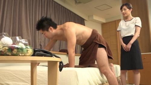 ビジネスホテルに出張してきた美人マッサージ師とセックスしちゃう画像 1