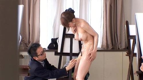ヌードデッサンモデルをしている女性のヌード画像 25