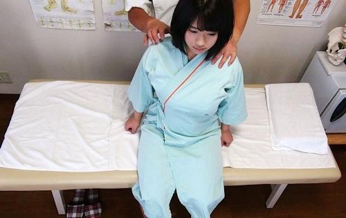 歌舞伎町の悪徳整体師が女性患者にわいせつなマッサージをして最後はセックスしてる様子を盗撮 2
