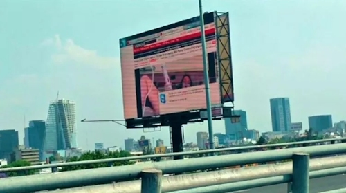 メキシコで大型ビジョンがハッキングされてポルノ映像を流される 1