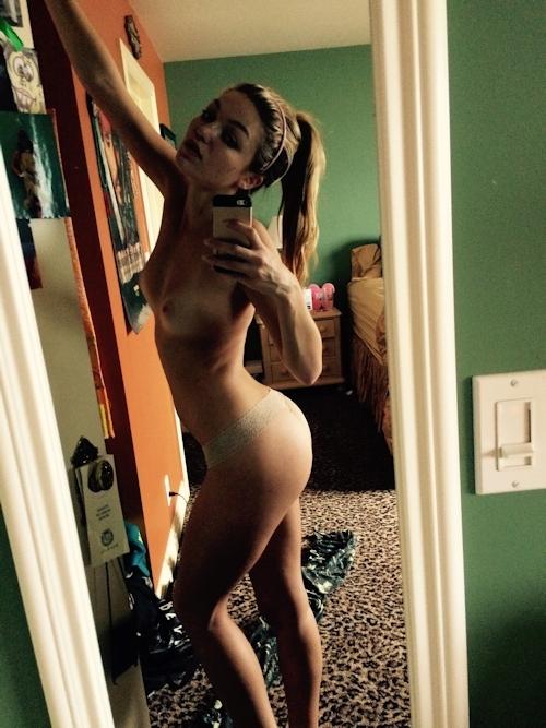 アメリカ女優&モデル Lili Simmons(リリー・シモンズ) 自分撮りヌード画像が流出 11