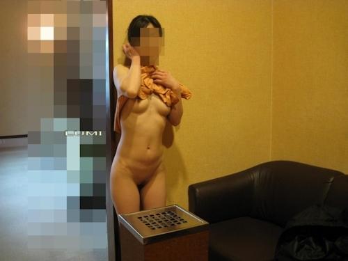 スレンダー素人女性のヌード画像 1