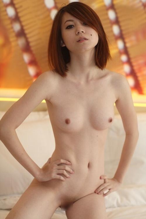 美乳なアジアン美女の自分撮りヌード&オナニー画像 4