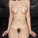 美巨乳なアジア系素人女性のヌード画像