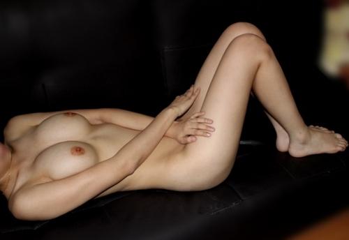 美巨乳なアジア系素人女性のヌード画像 2