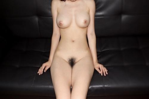 美巨乳なアジア系素人女性のヌード画像 3