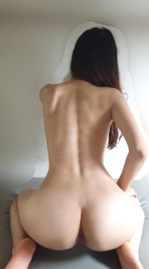 美巨乳なアジア系素人女性のヌード画像 4
