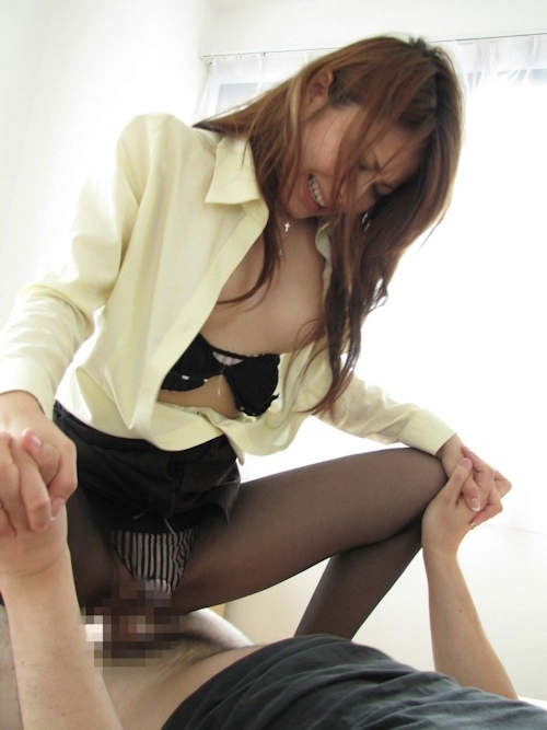 美女の騎上位セックス画像 8
