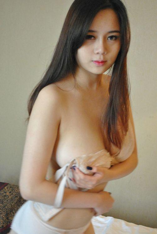 巨乳な中国美女に撮影させてもらったヌード画像 2