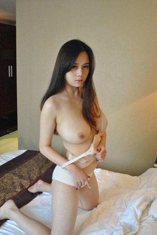 巨乳な中国美女に撮影させてもらったヌード画像 4