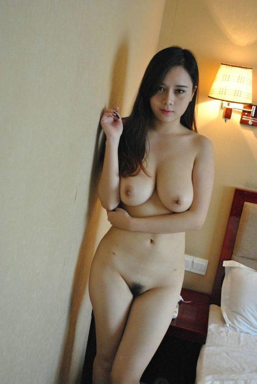 巨乳な中国美女に撮影させてもらったヌード画像 8