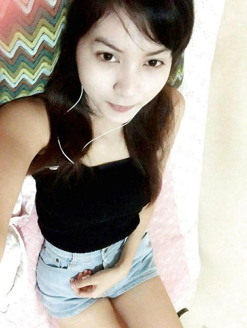 微乳なアジアン美少女の自分撮りヌード画像 1