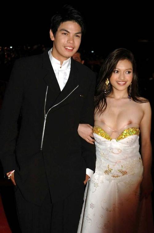 タイの美人女優 Tawngrak Assawarat レッドカーペットでおっぱいポロリ画像 1
