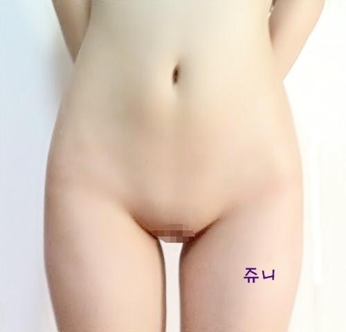 美微乳&パイパンな韓国素人少女 JUNI 自分撮りヌード画像 11
