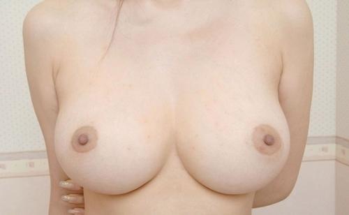 きれいな乳首のおっぱい画像 2