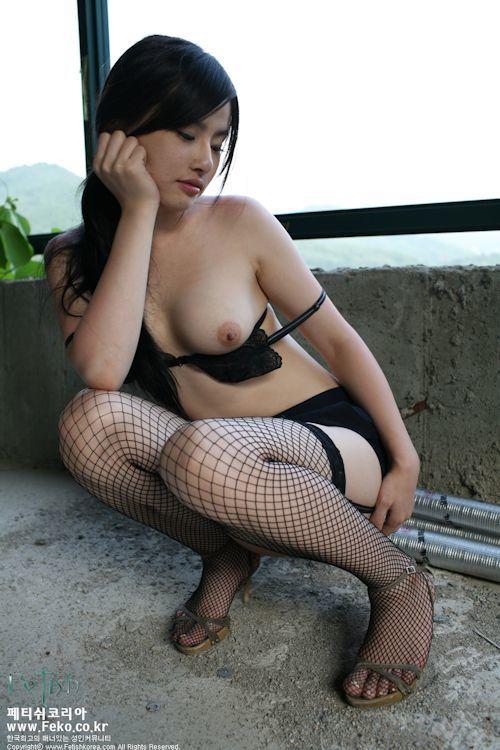 韓国の美女モデルを廃墟で撮影したヌード画像 8