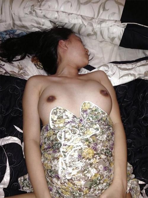 ホテルで撮影した素人女性のヌード画像 11