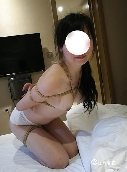 性奴隷の素人女性を緊縛&調教してるヌード画像 4