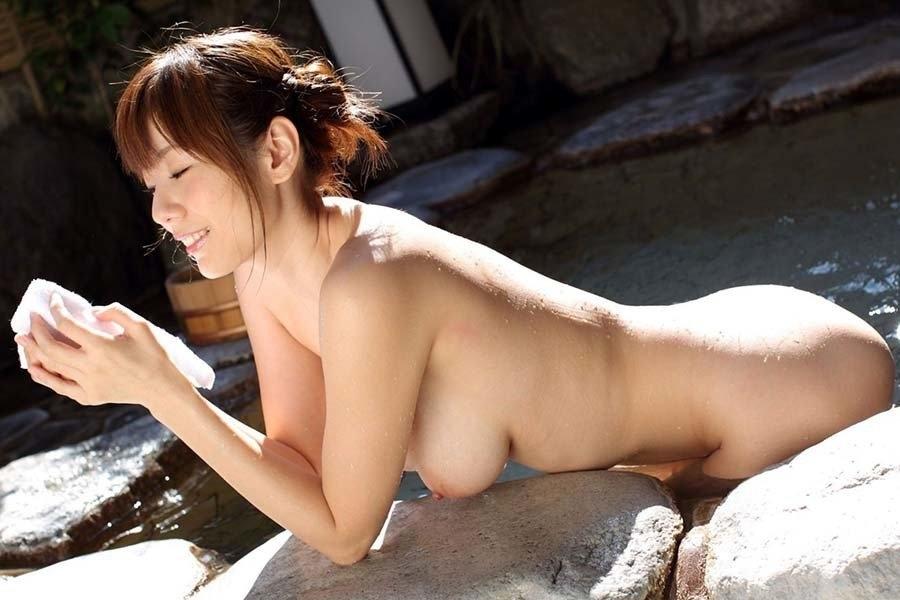 日本美女の温泉ヌード画像 4