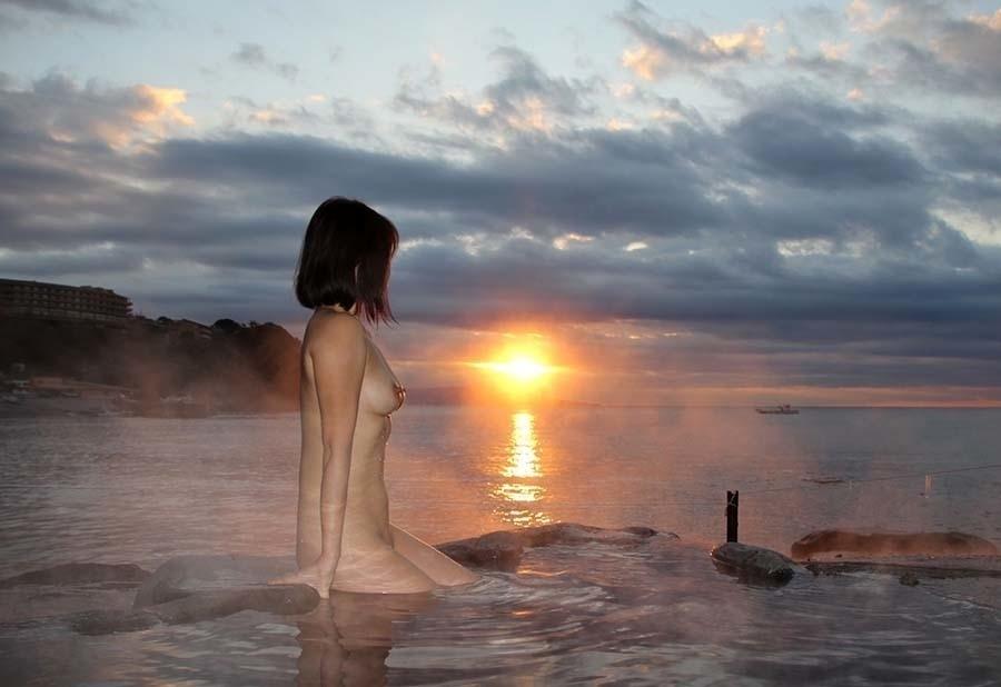 日本美女の温泉ヌード画像 7