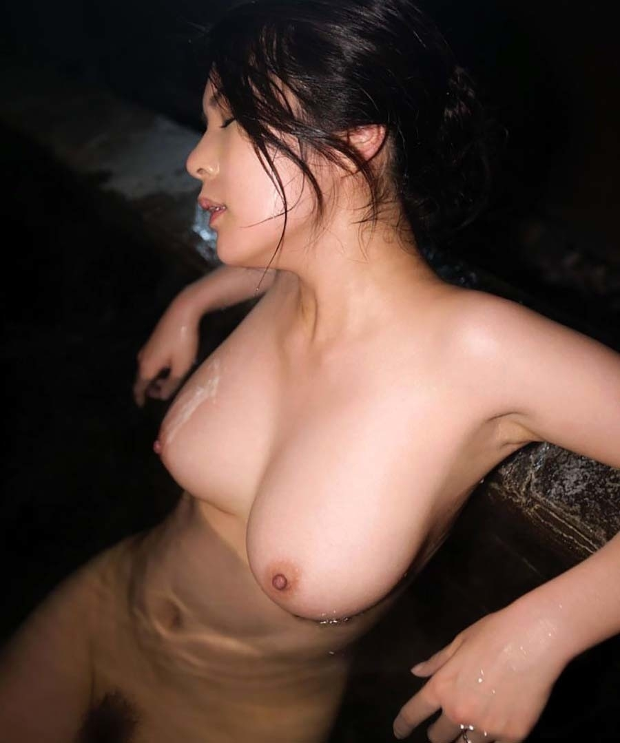 日本美女の温泉ヌード画像 11