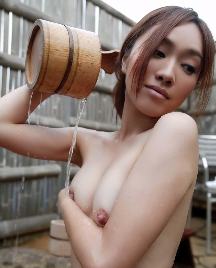 日本美女の温泉ヌード画像 14