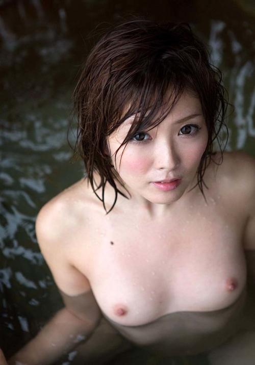 日本美女の温泉ヌード画像 26