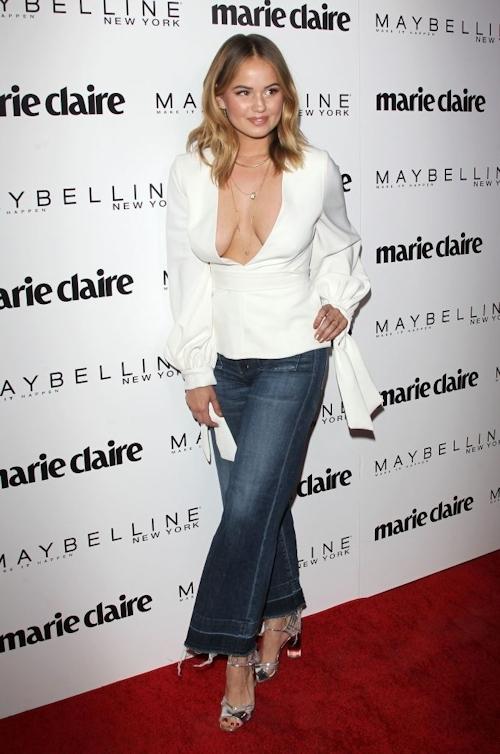 アメリカの女優&歌手 Debby Ryan(デビー・ライアン) ノーブラ胸チラ乳輪見え画像 1