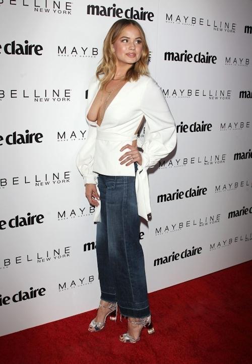アメリカの女優&歌手 Debby Ryan(デビー・ライアン) ノーブラ胸チラ乳輪見え画像 3