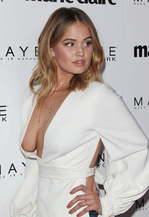 アメリカの女優&歌手 Debby Ryan(デビー・ライアン) ノーブラ胸チラ乳輪見え画像 6