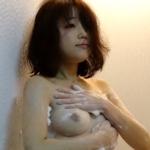 ガールフレンドのシャワーシーンのヌード画像