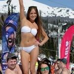 ビキニ姿でスキーを滑るロシア美女の画像