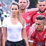 ブラジルのセクシーすぎる女性副審 Denise Bueno(デニス・ブエノ)が濡れTスケ乳首で選手も注目