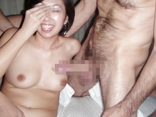外国人男性と乱交プレイをしてる日本の素人女性のセックス画像 21