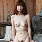 温泉で撮影した素人美女のヌード画像