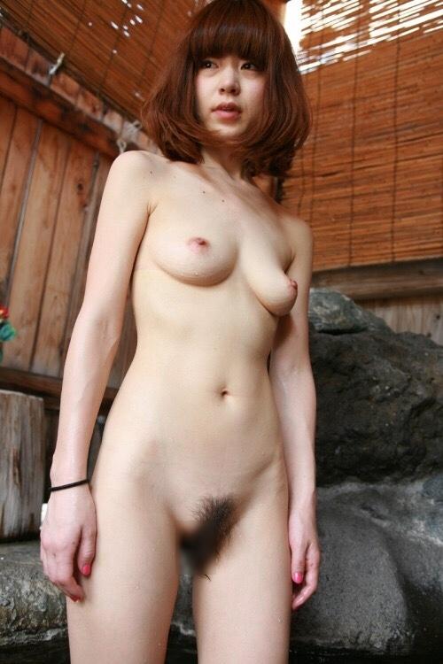 温泉で撮影した素人美女のヌード画像  5