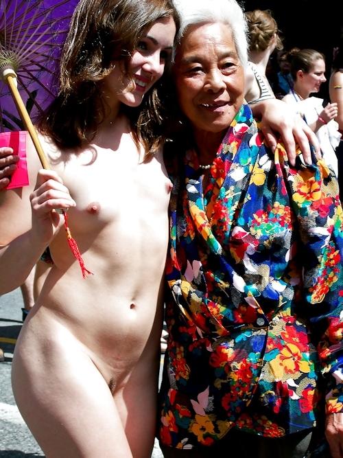 トロントのLGBTパレードに全裸で参加していた女性のヌード画像 4
