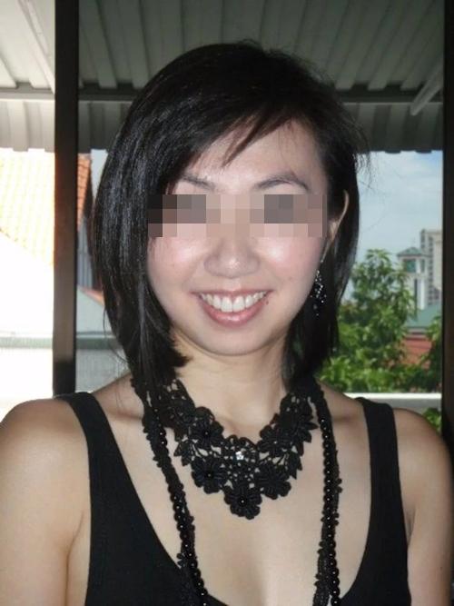 外国人男性と乱交プレイをしてる日本の素人女性のセックス画像 1