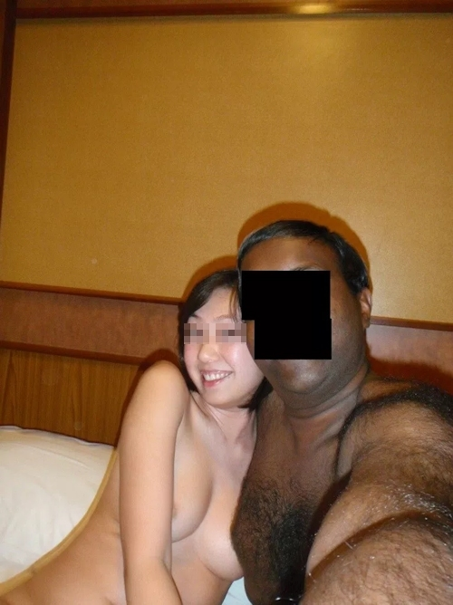外国人男性と乱交プレイをしてる日本の素人女性のセックス画像 7