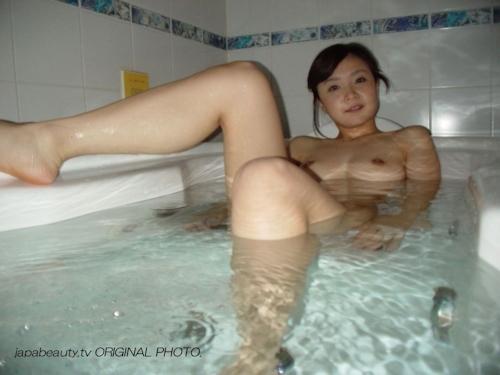 童顔巨乳な20歳の素人美女 斉藤かえで ハメ撮り画像 19